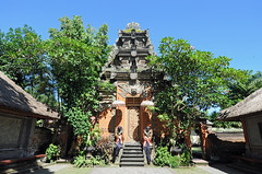 Ubud Royal Palace, Bali (Oliver J Davis Photography (ollygringo)) Tags: travel bali sculpture building tourism statue architecture indonesia temple nikon traditional culture royal palace tradition hindu hinduism indonesian cultural ubud balinese 2014 d90 purisarenagung oliverdavisphotography oliverjdavisphotography