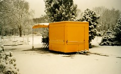 Geschlossen (Turikan) Tags: schnee winter snow 120 zeiss fuji superia ikon dortmund xtra nettar rombergpark