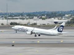N423AS Boeing 737-990ER - Alaska Airlines (graham19492000) Tags: alaskaairlines boeing737 phoenixskyharbour n423as