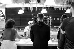 Servindo-se (renanluna) Tags: homem man almoo lunch monocromia monochromatic pretoebranco blackandwhite pb bw sopaulo 011 sp br 55 fuji fujifilm fujifilmfinepixx100 x100 renanluna