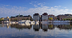 Nybro bay in Stockholm (Franz Airiman) Tags: sweden stockholm sl strandvgen nybroviken nybrobay nybrohamnen eldriven commuterboat sjvgen pendelbt