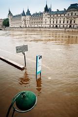 Flood direction (Luko GR) Tags: seine centennial flood parisfrance cruecentenniale