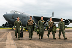 USAF B-52H Stratofortress air- and groundcrew (Sam Wise) Tags: bomber usaf raf fairford stratofortress b52h