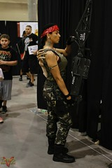 Phoenix Comicon 2016 Cosplay (V Threepio) Tags: girl female costume cosplay posing dressup aliens tattoos cosplayer bandana comiccon comicconvention adios facehugger combatboots biggun vasquez xenomorph 2016 geeklife camopants ashirt colonialmarines 35mmlens phoenixcomicon alienhunter canon7d m56smartgun phxcc alienscosplay sintwisted