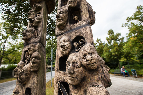 Sculpted Faces 3877