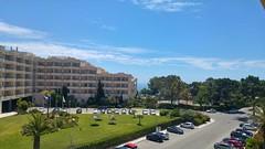 Aussicht bei Tag aus dem Balkon des Hotels Riu Guarana Straenseite (esseffdeearr) Tags: portugal algarve olhos dagua riu guarana praia da falesia albufeira portimao vacation