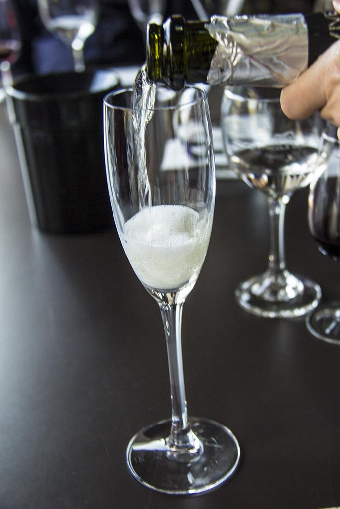 Vinícola Goes - Espumante muscatel sendo servido