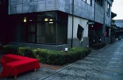 Red Chairs. (monkeyanselm) Tags: leica m6ttl 058x 35mmf14 summilux asph fujifilm provia rangefinder analog camera film tokyo japan december 2015