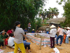 Ms. Pham Nhu Trang, a specialist in organic farming gave training on vermiculture. (CGIAR Climate) Tags: vietnam climatechange vermiculture composting wastemanagement