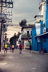 Futbol callejero, La Habana. (Audiovisual project) Tags: cuba cubanos cuban cubanpeople people gentecubana cubaisland lahabanacuba lahabana lahavana lahavanacuba calle callejero fotografacallejera photostreet alley photography colour colorsinourworld futbol football playfootball