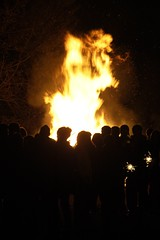 Bonfire Night, Wolfson College (Suzanne Hamilton) Tags: fire bonfire oxford wolfsoncollege