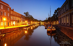 Korte Haven Schiedam (Peet de Rouw) Tags: blue panorama holland reflection water night boat blauw nacht schiedam peet denachtdienst peetderouw kortehaven