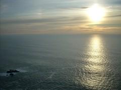 Puesta de sol desde el punto ms occidental del continente europeo. (Jesuskyman) Tags: nube cirrus cabodaroca ocanoatlntico meteorologa paisajenatural crepsculovespertino nubesaltas geografafsica