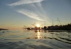 30.08.2013 (gzammarchi) Tags: italia mare nuvola alba natura sole paesaggio ravenna rete riflesso capanno lidoadriano