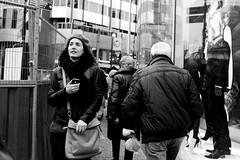 Lange Viestraat, Utrecht (Pim Geerts) Tags: street red woman color hat st photography utrecht rood vrouw oude vredenburg jonge lange hoedje jacobstraat straatfotografie viestraat