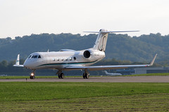 G-IV-X Gulfstream G450 N596DC at KLUK (Lunken Spotter) Tags: ohio plane airplane corporate evening flying airport holding cincinnati aviation airplanes flight corporation business planes airports departure flugzeug departing gulfstream winglets taxiing taxiway bizjet lunken giv municipalairport g450 gulfstreamaerospace lunkenairport businessjet lunkenfield cincinnatimunicipalairport givx gulfstreamg450 vliegtug n596dc bayassetleasingllc givxgulfstreamg450