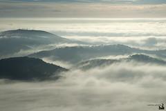 boira 004 (ipellisa) Tags: sky mountains fog clouds landscape nikon cel paisaje cielo nubes d200 niebla paissatge montaas nvols boira muntanyes vision:mountain=0524 vision:beach=0717 vision:clouds=0954 vision:ocean=0876 vision:car=0732 vision:outdoor