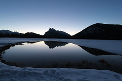Vermillion lakes Alberta waiting for sunrise (davebloggs007) Tags: night sunrise for waiting lakes clear alberta vermillion pwwinter
