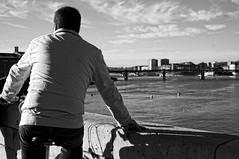 (_elderberry_) Tags: street city bridge shadow sky blackandwhite bw white man black france water monochrome bike puente agua eau europe noir view noiretblanc candid sony streetphotography nb ombre ciel cielo bici pont streetphoto toulouse blanc vue velo hombre ville vélo homme noirblanc candide candidportrait nex photoderue nex5 sonynex nex5r
