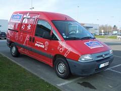 "FIAT Scudo ""JouéClub"" (xavnco2) Tags: red france advertising rouge fiat delivery van werbung rosso publicité picardie pubblicità somme scudo camionnette furgoncino"