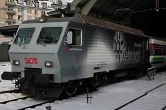 SOB Schweizerische Südostbahn Lokomotive Re 446 017 - 6 (  Ex. SBB Lokomotive Re 4/4 IV 10103 mit Taufname Luino ) mit Werbung Voralpenexpress => Ein Hauch Fernweg - Ein Hauch Sehnsucht am Bahhnhof St. Gallen im Kanton St. Gallen der Schweiz (chrchr_75) Tags: chriguhurnibluemailch christoph hurni schweiz suisse switzerland svizzera suissa swiss chrchr chrchr75 chrigu chriguhurni januar 2015 hurni1501 hurni150128 südostbahn albumsüdostbahnsob sob bahn eisenbahn schweizer bahnen chrhr75 1501 albumbahnenderschweiz albumbahnenderschweiz201516 train treno zug albumzzz201501januar januar2015 juna zoug trainen tog tren поезд lokomotive паровоз locomotora lok lokomotiv locomotief locomotiva locomotive railway rautatie chemin de fer ferrovia 鉄道 spoorweg железнодорожный centralstation ferroviaria