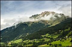 Ins Tal (BM-Licht) Tags: auto italien italy mountain mountains berg nikon pass berge jaufenpass passtrase d7000