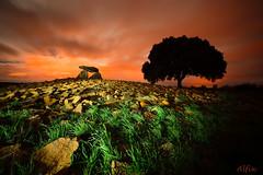 Chabola de la Hechicera (Alfix61) Tags: cielo dolmen nocturno largaexposicin chabola fotografianocturna hechicera