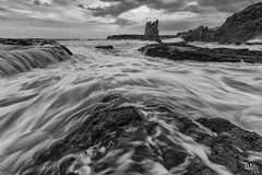 lapping my rock (TLP images) Tags: seascape canon blackwhite cathedralrocks canonefs1022mmf3545usm kiamansw canonaustralia 7dii visitwollongong tlpimages