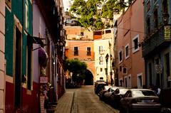 Petite rue de Guanajuato (WhiteFlowersFade) Tags: voyage city travel people mxico america mexico nikon cityscape view citylife streetphotography streetlife mexique guanajuato rue vue streetscape personnes ville streetview gens amrique paysageurbain photographiederue d7k d7000 ambiancederue vieenville