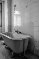 20160327-FD-flickr-0009.jpg (esbol) Tags: bad badewanne sink waschbecken bathtub dusche shower toilette toilet bathroom kloset keramik ceramics pissoir kloschssel urinals