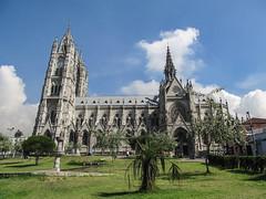 """Quito: la Basilica del Voto Nacional, construit par un Français <a style=""""margin-left:10px; font-size:0.8em;"""" href=""""http://www.flickr.com/photos/127723101@N04/27342913262/"""" target=""""_blank"""">@flickr</a>"""