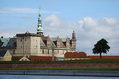 Kronborg Castle (Hkan Dahlstrm) Tags: tree castle architecture denmark photography dk f56 slot uncropped danmark helsingr elsinore 2016 helsingr kronborg slott xe2 11000sek xc50230mmf4567ois helsingrmunicipality 16607072016141147 strandgade74
