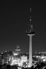 Inmortalizando la noche madrilea (katalan46) Tags: madrid city blackandwhite espaa black byn blancoynegro blanco beauty television night radio noche blackwhite tv spain torre edificio ciudad panoramic bn panoramica contraste nocturna tve piruli kontrast bina beyaz bnw antennas gece antenas torrespaa rtve siyahbeyaz siyah ispanya panoramik ehir radiotelevisionespaola televisonespaola building