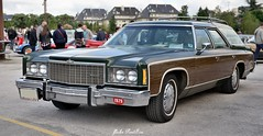 1974 Chevrolet Caprice Kingswood Estate Wagon (pontfire) Tags: auto france cars chevrolet car wagon 1974 automobile break estate voiture chevy american coche carros carro normandie autos oldcars normandy 74 classiccars automobiles coches stationwagon voitures automobili caprice americancars kingswood estatewagon antiquecars wagen sportive vieillevoiture chevroletcaprice amricaine voitureamricaine worldcars gmcars v8cars automobileancienne 1974chevrolet automobiledecollection pontfire caenrtrofestival capricekingswood caenrtrofestival2016 v8turbojethydramatic