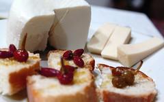 peperoncini formaggio e olio (enricom82) Tags: food ricotta pane peperoncini salento cibo olio formaggio cacioricotta ricettasalentina