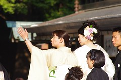 The bridesmaid or the mom showing the bride areas (Suman Dahal) Tags: tokyo harajuku japanesewedding meijijingu meijishrine