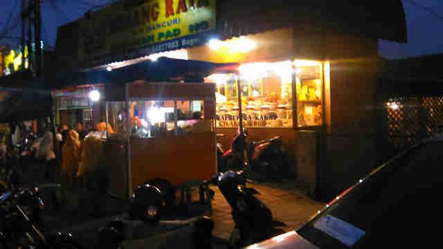 Kawasan Air Mancur Bogor di malam hari