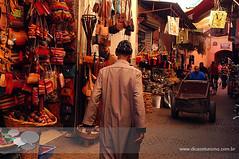 souks marrakech (Dicas e Turismo) Tags: african viagem marrakech palais majorelle medina souks turismo viagens menara marrocos koutoubia marroco jemaaelfna mamounia mesquita frica roteiro marraquexe dicas