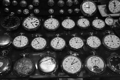A la bonne heure (Pi-F) Tags: collection souk objet egypte heure ancien montre antiquit gousset