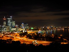 (MichelleWong812) Tags: city nightphotography skyline perth nightview kingspark