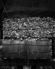 #Latas // #Cans (Kazyel) Tags: snapseed bw blackwhite blackandwhite transport garbage truck bus recycle cans can transporte camin recicle reciclar basura latas bn blancoynegro iphone6plus iphone6 iphone