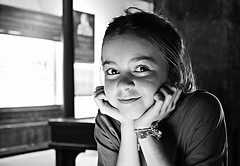 Cristina (Eduardo Ruiz M.) Tags: portrait bw monochrome smile kid child retrato