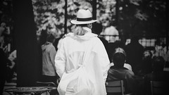Woman in white, Paris (Jess Corts) Tags: paris france nikon urbanphotography phography