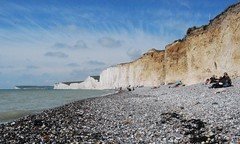 Birling Gap, view on the Seven Sisters (hub en gerie) Tags: england beach sussex unitedkingdom cliffs sevensisters whitecliffs eastsussex birlinggap greatphotographers dreamphoto platinumheartaward mygearandme mygearandmepremium flickrstruereflection1 flickrstruereflection2