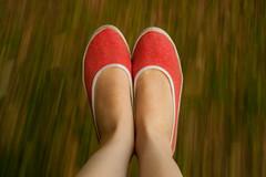 Hamaca ( Plateada) Tags: cintia foot pies velocidad hamaca zapatillas rojas plateada