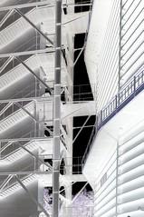 Treppen am Gasometer (Negativ); Neue Mitte Oberhausen (23aa) (Chironius) Tags: oberhausen nrw deutschland germany allemagne alemania germania германия кельн stahl industrie gegenlicht treppe
