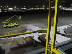 N444QX On Bay West 5 (CanadaQ200) Tags: vancouver airplane airport horizon yvr vancouverairport deicing dash8 qx bombardier q400 horizonair n444qx deicepads
