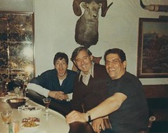 "Researching his upcoming role as a Mafioso in 'The Godfather', Al Pacino visits the home of co-star Al Lettieri's brother-in-law: Pasquale ""Patsy Ryan"" Eboli (center), capo of the Genovese crime family. Five years later Eboli would disappear -- his body w (Histolines) Tags: family never history home found was 1971 al body five center retro crime his timeline pasquale years would brotherinlaw visits capo godfather mafioso later upcoming role eboli researching the disappear pacino genovese vinatage costar lettieris historyporn histolines patsyryan 493389 httpifttt26nuqmg"