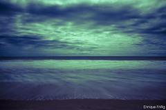 Playa duotónica - Larga exposición (Enriquefnrg) Tags: españa costa agua huelva playa arena cielo nube matalascañas duotono enriquefnrg