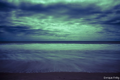 Playa duotnica - Larga exposicin (Enriquefnrg) Tags: espaa costa agua huelva playa arena cielo nube matalascaas duotono enriquefnrg